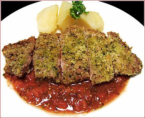 トンカツというより、イタリアン? トンカツよりも手順は少ないのに、レストランメニューのようなおいしさと美しさ。 ハーブ使いと手作りソースがポイントです(^^)